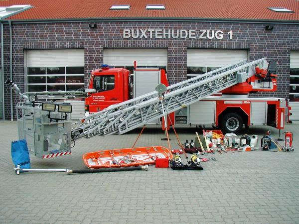 http://feuerwehr-buxtehude.de/media/img/bilder_ow_bu1/bilder_bu1_fa/dlak/4131b.jpg