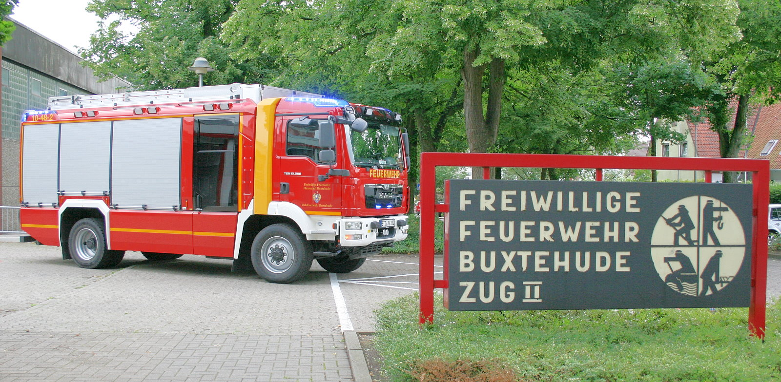 http://feuerwehr-buxtehude.de/media/img/bilder_ow_bu2/bilder_bu2_fa/hlf/005.JPG